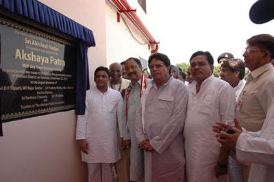 akshaypatra-opening-up-cm-akhilesh-yadav-mathura1