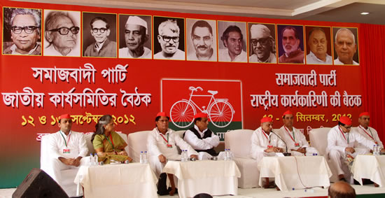 samajwadi-parti-meeting-in-kolkata-1