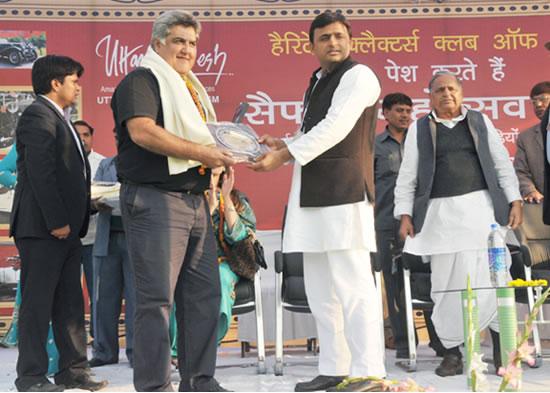up-cm-akhilesh-yadav-with-pakistani-guest-in-safai-mahatsav