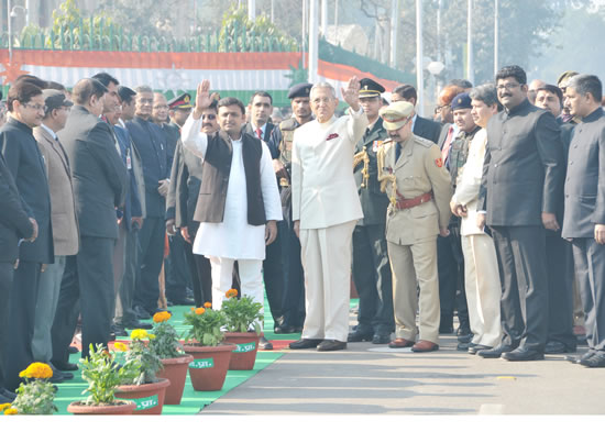 up-cm-with-governor-b-l-joshi-in-republic-day-celebration-2013