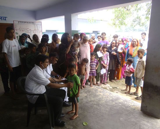 doctors-of-sahara-india-pariwar-providing-free-medical-aid-to-the-victims-of-uttarachand-flood