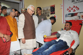 up-governor-shri-ram-nyak-redcross-1